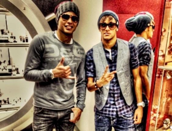 Thiago Silva e Neymar tiram foto na Polônia (12/10/2012)