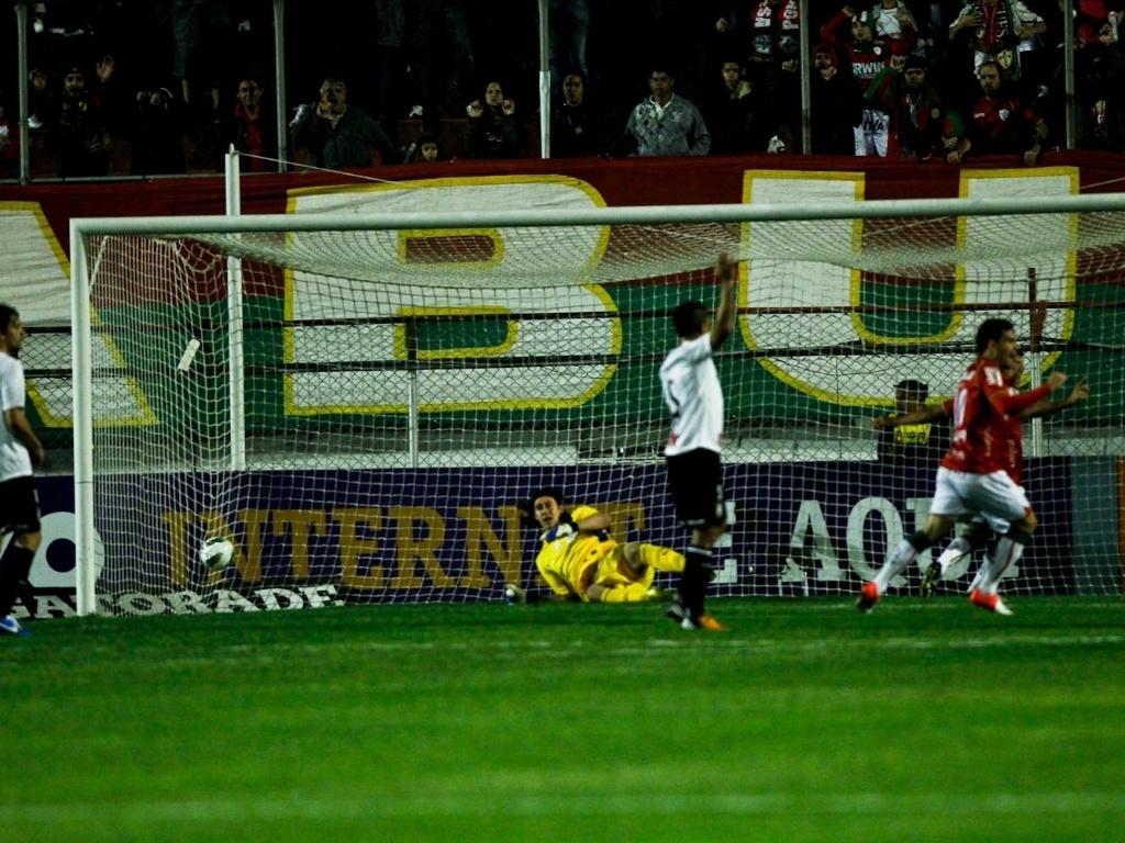 A Portuguesa abriu o placar aos 13 minutos. Marcelo Cordeiro cobrou a falta em direção ao gol, ninguém desviou e a bola entrou no canto direito do gol de Cássio