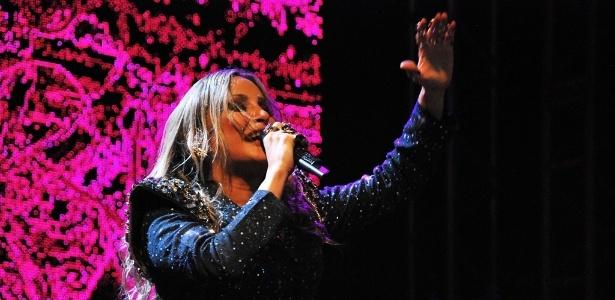 """Claudia Leitte mostrou sua nova música """"Largadinho"""" ao público de Maceió em seu primeiro show depois de dar à luz seu segundo filho (12/10/12) - Beto Macário/UOL"""