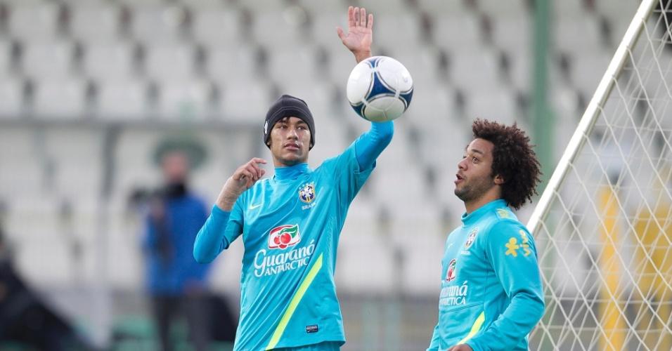 Neymar e Marcelo em treinamento da seleção brasileira