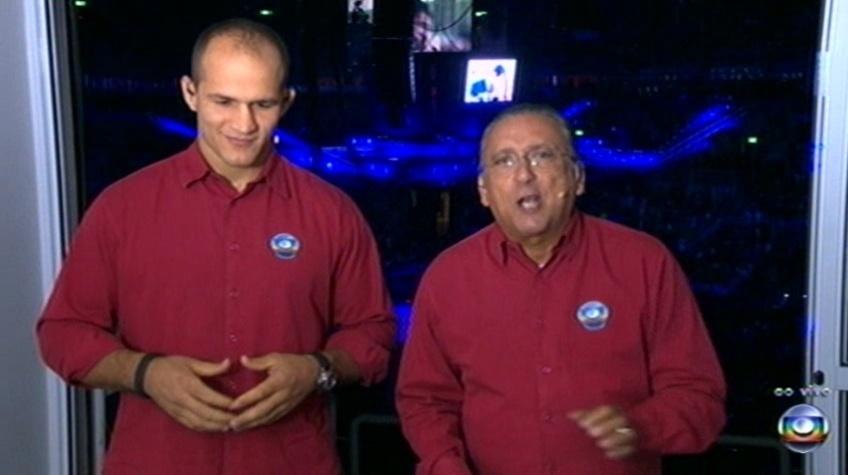 Galvão Bueno (d) e Junior Cigano na transmissão da Globo no UFC Rio 3