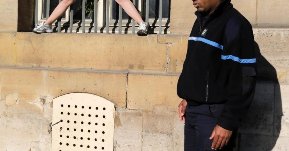 15.out.2012 - Ativista do Femen protesta próximo ao Ministério de Justiça francês, em Paris, na França. O grupo protesta contra o veredito dado no caso de um estupro coletivo contra duas adolescentes, no qual quatro acusados foram considerados culpados, e 10 foram inocentados