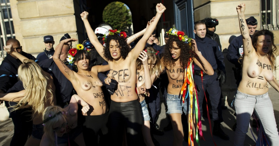15.out.2012 - Ativistas do Femen protestam em Paris