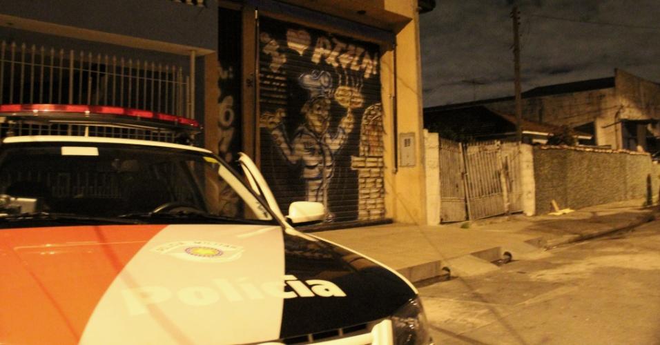 15.out.2012 - Um agente penitenciário foi baleado durante um roubo a uma pizzaria na zona norte de São Paulo, na madrugada desta segunda-feira (15)