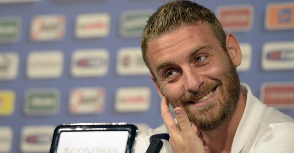Daniele de Rossi participa de entrevista coletiva na concentração da Itália durante a Eurocopa (08/06/2012)