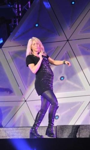Mesmo grávida de seis meses, Shakira dançou