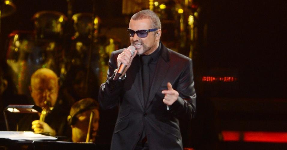 O cantor britânico George Michael se apresenta em Londres (13/10/12)