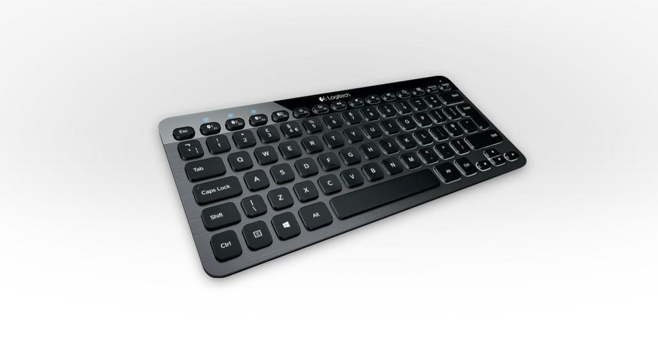O teclado K810 da Logitech foi desenvolvido para controlar três dispositivos diferentes ao mesmo tempo, como smartphone, desktop e tablet.