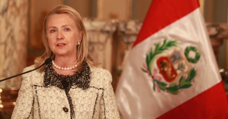 16.out.2012 - A secretária de Estado dos Estados Unidos, Hillary Clinton, concede entrevista à imprensa no Palácio de Governo em Lima, no Peru. Ela disse que assume a responsabilidade pelo ataque do último dia 11 de setembro ao consulado americano em Benghazi, na Líbia