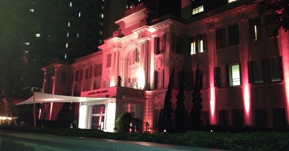 16.out.2012 - O hospital Sírio Libanês recebe iluminação nos tons de rosa durante o mês de outubro para incentivar o exame preventivo do câncer de mama