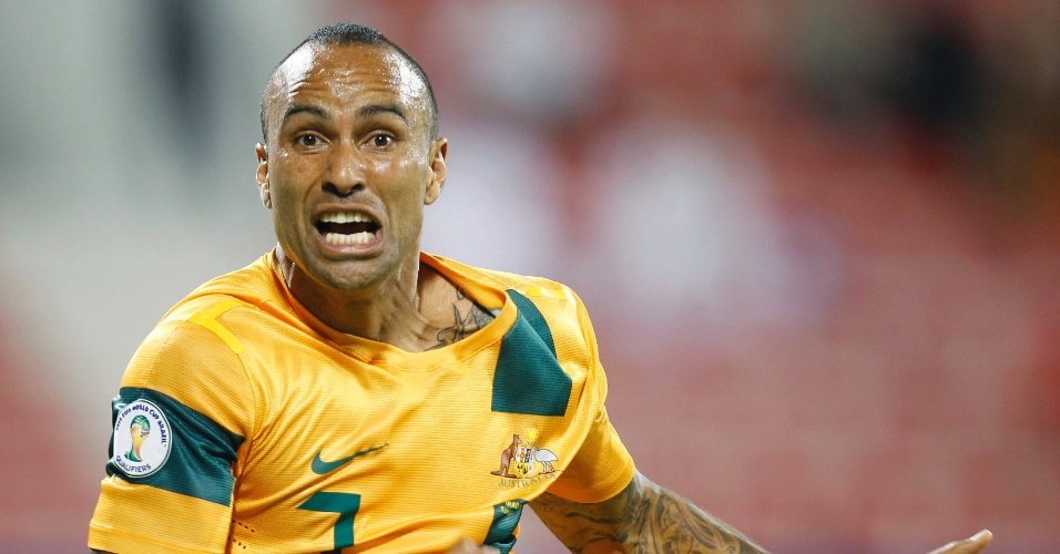 16.out.2012 - Australiano Archie Thompson comemora o gol da virada sobre o Iraque; Austrália venceu por 2 a 1 pelas eliminatórias da Copa-2014