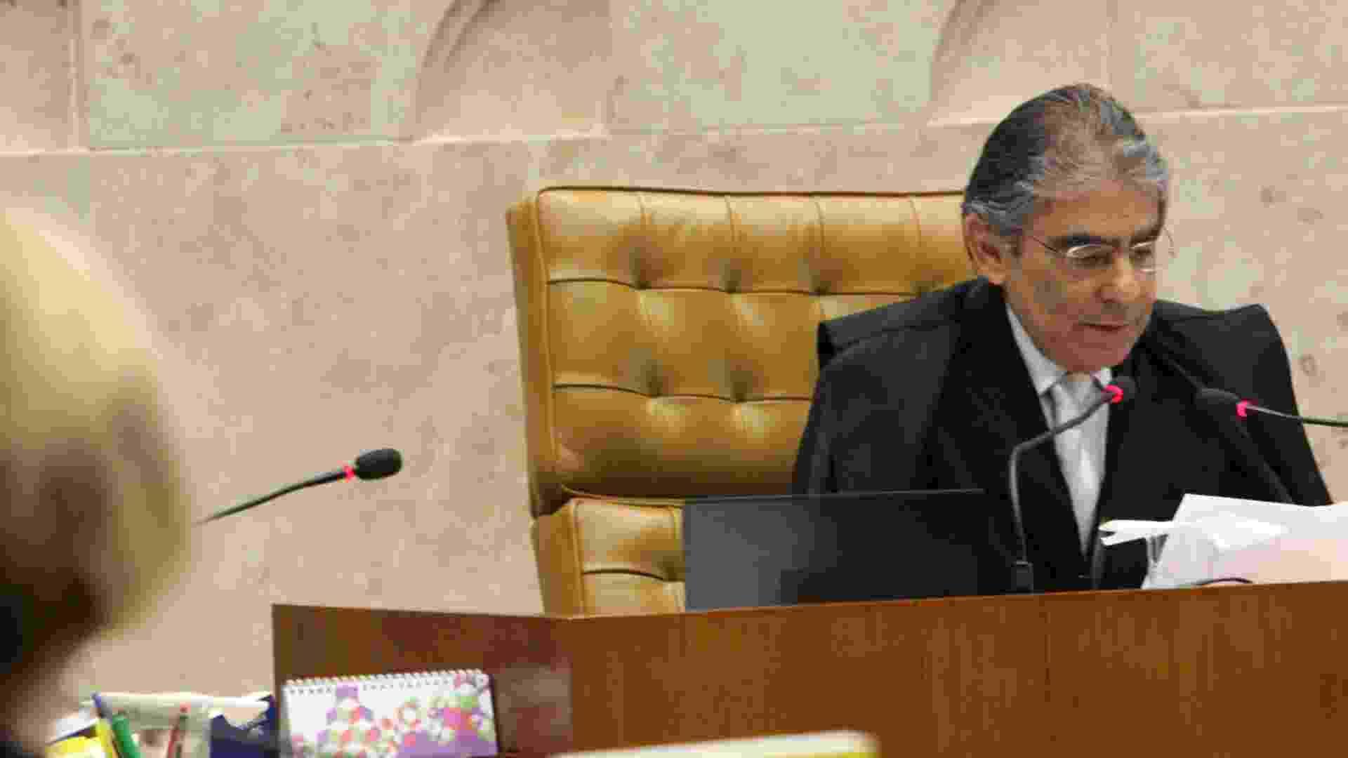 17.out.2012 - O ministro Ayres Britto discursa em sessão do julgamento do mensalão em Brasília - Antonio Araújo/UOL