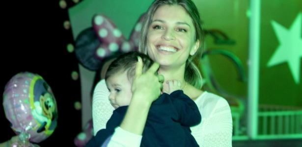 A atriz Grazi Massafera pretende passar mais tempo com a filha Sofia após fim de novela