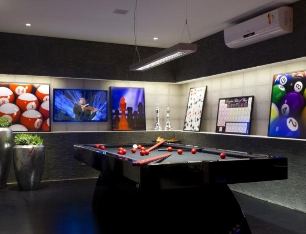 Adriana Noya projetou uma adega integrada a uma sala de jogos, para um admirador de vinhos - Divulgação