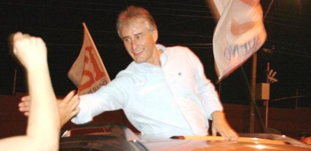 Edgar Bueno (PDT) faz passeata durante sua campanha em Cascavel (PR)