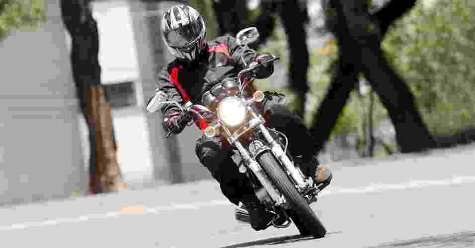 Suzuki Intruder 125 - Doni Castilho/Infomoto