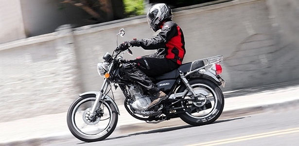 Idêntica há dez anos e ideal para rodar na cidade, Suzuki Intruder 125 não ultrapassa a faixa dos 100 km/h - Doni Castilho/Infomoto