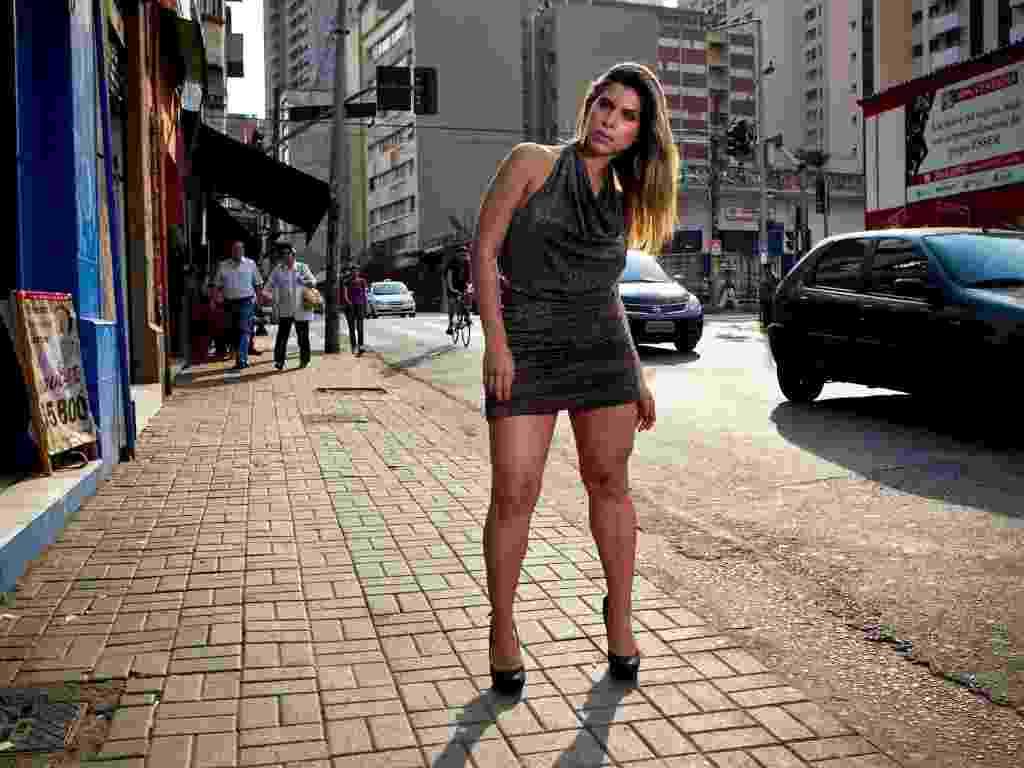 Vestido preto com brilho (R$ 78), da Milla Modas & Acessórios (Tel.: 11 3257-8689) - Leandro Moraes/UOL