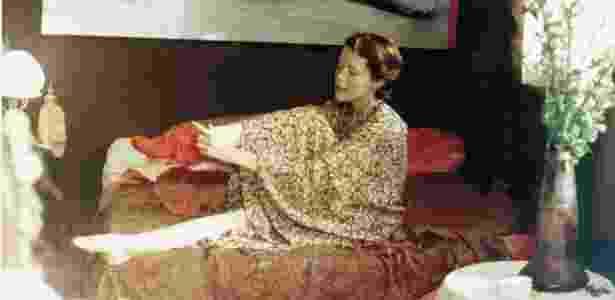 """A atriz Sylvia Kristel (dir.), em cena do filme """"Emmanuelle"""" (1974), do diretor Just Jaeckin - Divulgação"""