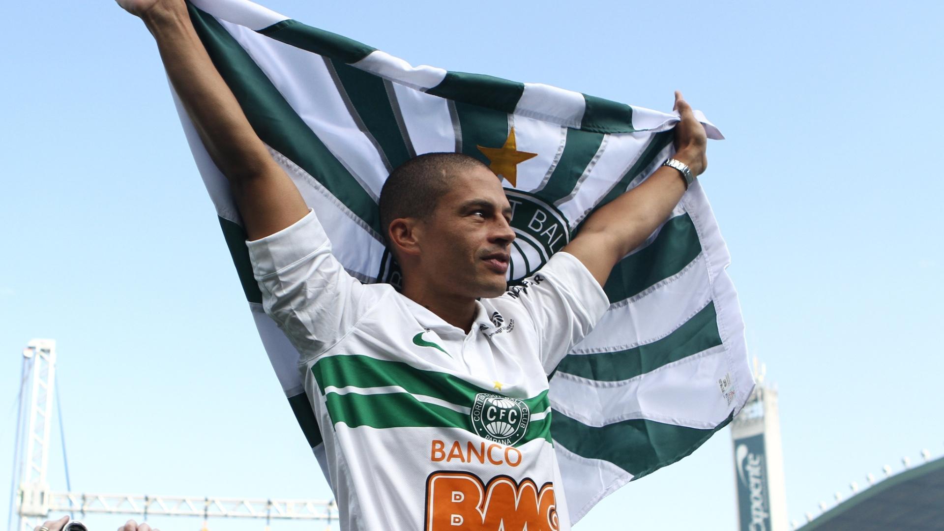 Alex é apresentado no Coritiba (18/10/2012)