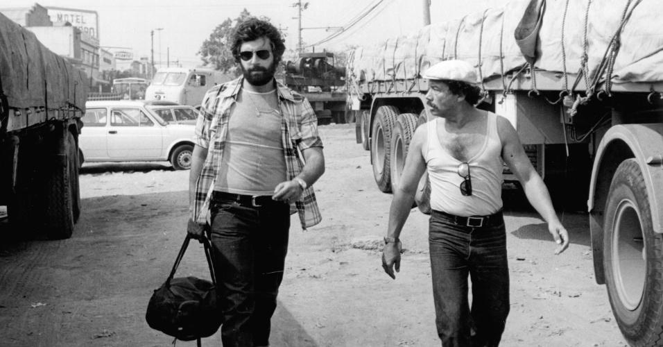 """Antônio Fagundes e Stênio Garcia em cena do seriado """"Carga Pesada"""" (1979/1981)"""