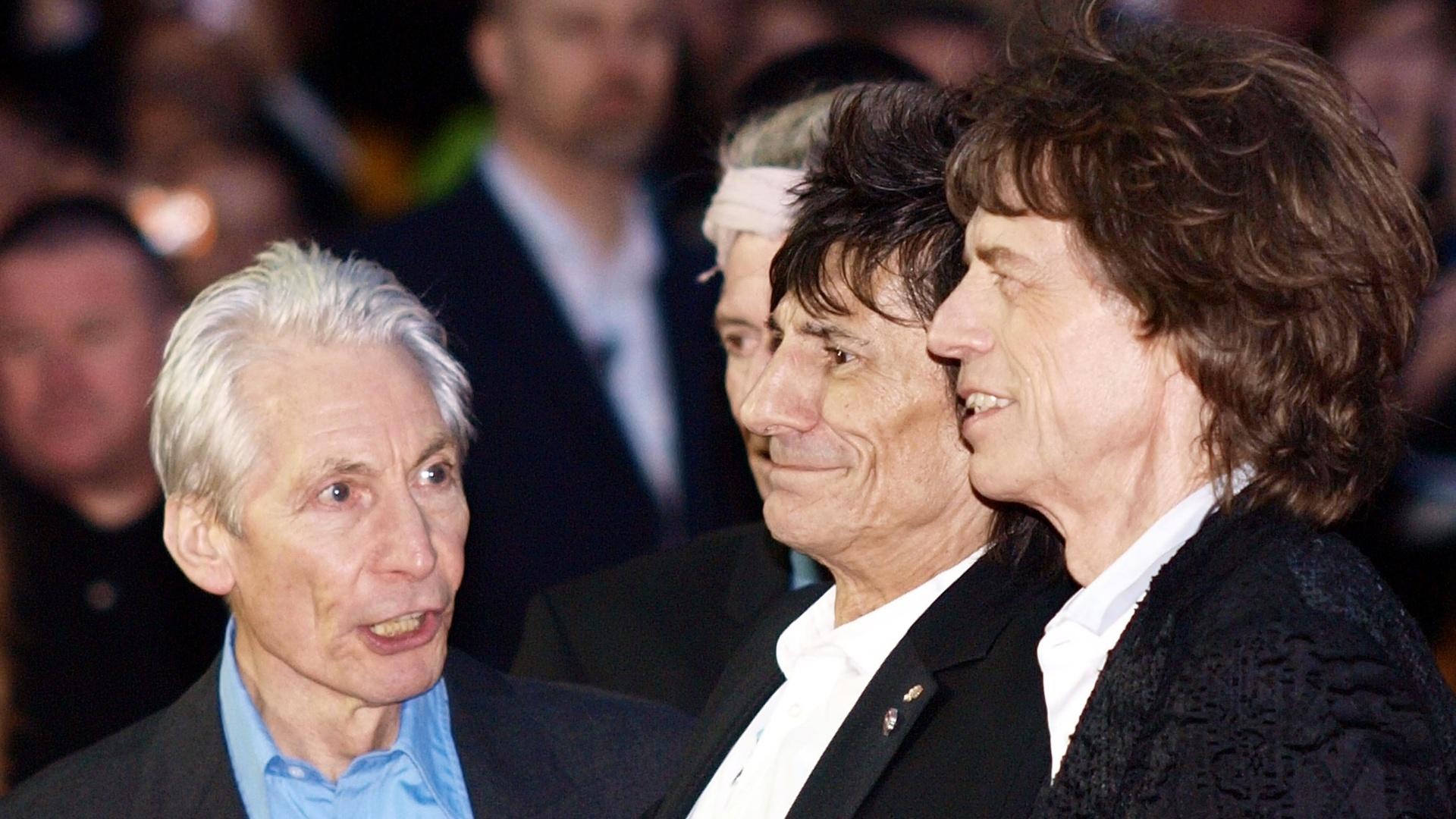 Charlie Watts, Ron Wood, Keith Richards e Mick Jagger apresentam