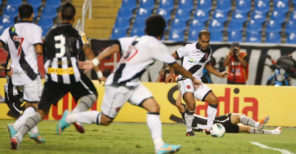 Felipe comanda ataque do Vasco no clássico contra o Botafogo no Engenhão