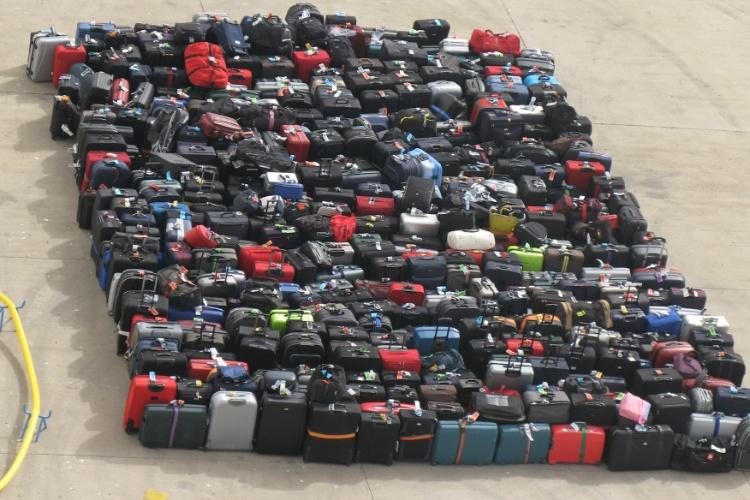 Há navios que chegam a carregar mais de três mil malas. Portanto, antes de despachar sua bagagem, no momento do embarque, não deixe de etiquetar e lacrar com cadeado todas as suas malas