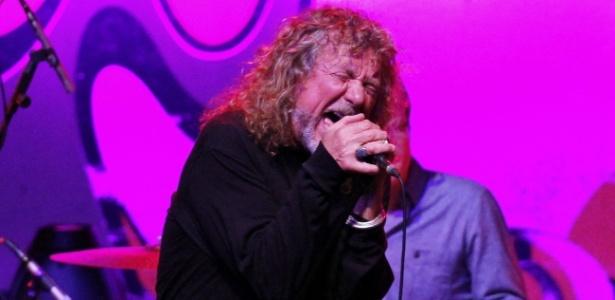 Robert Plant faz show no HSBC Arena na Barra da Tijuca, Rio de Janeiro. O ex-vocalista do Led Zeppelin traz recriações do blues com o grupo Sensational Space Shifters e ainda se apresentará em Belo Horizonte, São Paulo, Brasília, Curitiba e Porto Alegre (18/10/12)