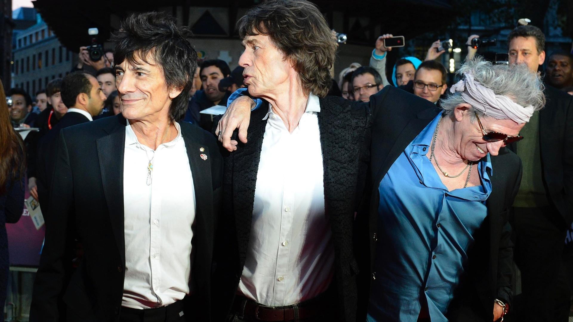 Ron Wood, Mick Jagger e Keith Richards participam de première de documentário em Londres (18/10/12)