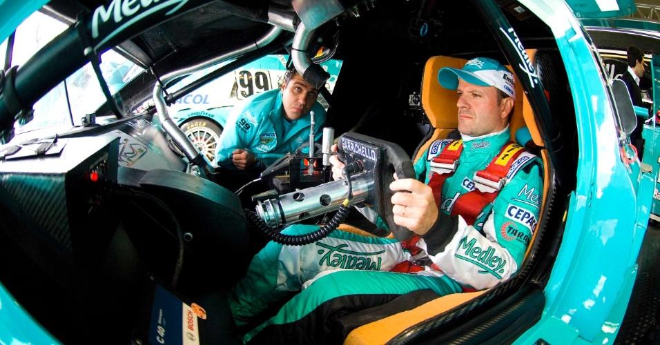 Rubens Barrichello participa de treino extra para a etapa de Curitiba da Stock Car