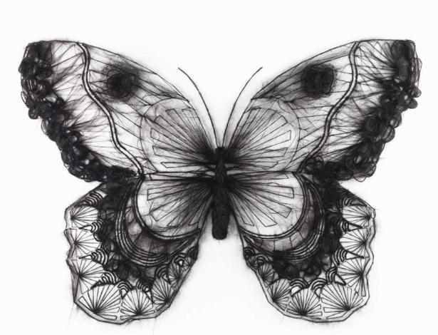 19.out.2012 - Para artista, esculturas feitas com crochê de cabelo humano ilustram a fragilidade do corpo