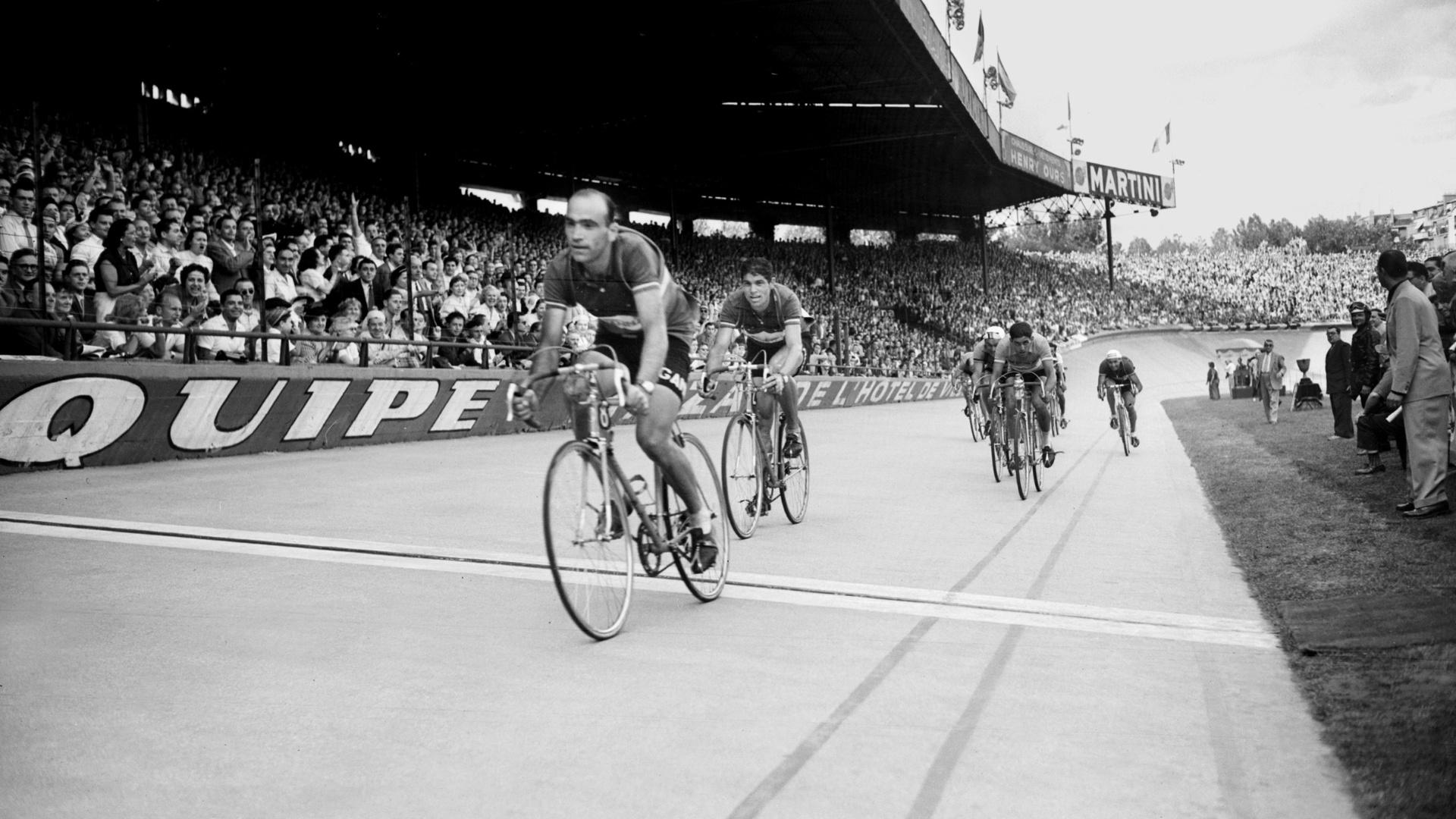 Fiorenzo Magni vence etapa da Volta da França em 1953. Polêmico ciclista italiano morreu no dia 19/10/2012