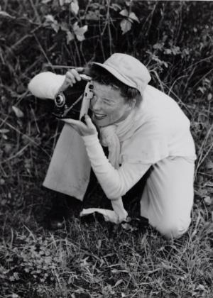 A atriz Katherine Hepburn durante uma viagem à Austrália em 1955 em foto pertencente ao acervo do Museu da Kent State University que integra exposição na Biblioteca Pública de Nova York - AP Photo/The New York Public Library