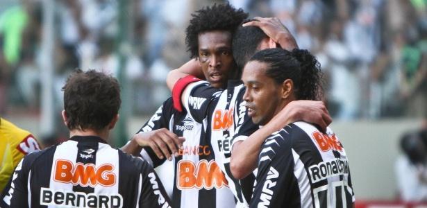 Jogadores do Atlético-MG comemoram um dos gols na vitória sobre Fluminense, no Brasileiro de 2012