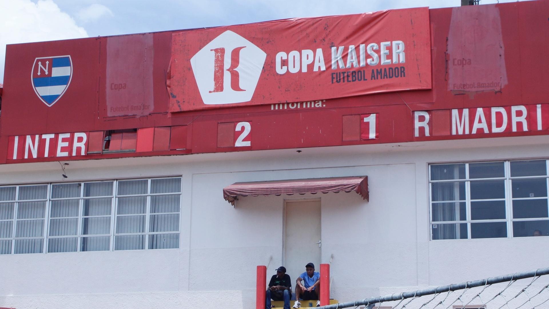 Placar de Internacional e Real Madri, pela semifinal da série B da Copa Kaiser, o Inter (de vermelho) venceu o Real Madri por 2 a 1 e está na final da competição