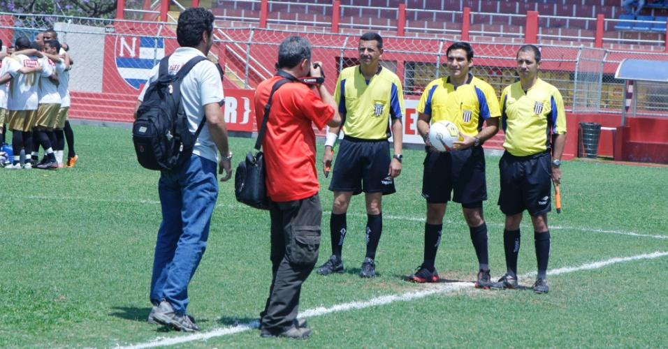 Trio de arbitragem para a partida entre Internacional e Real Madri, umas das semifinais da série B da Copa Kaiser