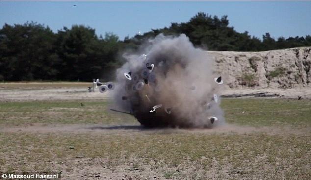 22.out.2012 - Segundo o próprio Hassani, há 30 milhões de minas terrestres no Afeganistão.  A população do país é de cerca de 28 milhões de pessoas, número menor do que a quantidade de minas
