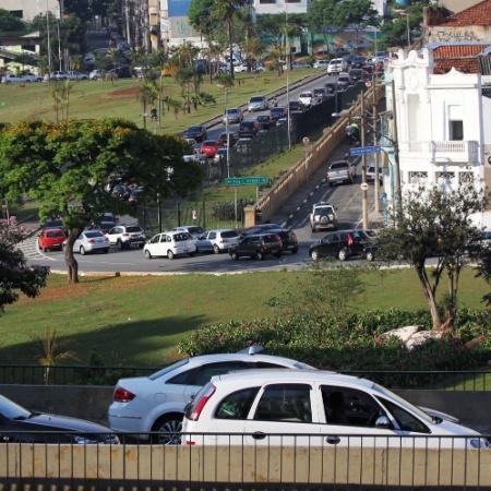 Trânsito congestionado próximo ao viaduto Dona Paulina, em direção à Barra Funda - Renato S. Cerqueira -22.out.2012/Futura Press