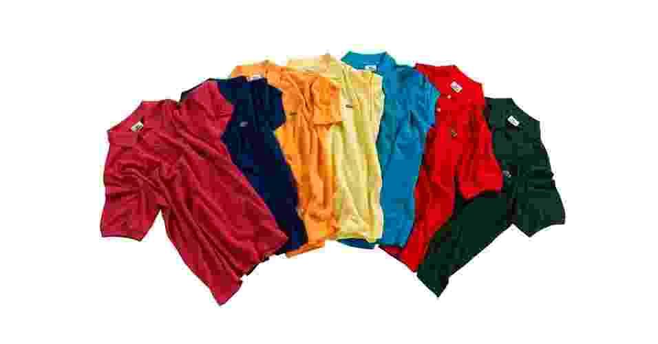 A camisa polo mais famosa do mundo leva o nome do seu criador, o jogador francês de tênis René Lacoste, que tinha o apelido de Crocodilo. O tradicional modelo em piquê, espécie de malha furadinha, ganhou novas cores e é um clássico; R$ 239 (cada uma), na Lacoste (Tel.: 11 3064-9000) Preço pesquisado em outubro de 2012 e sujeito a alteração - Divulgação