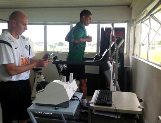 Alex realiza sua primeira avaliação física no Coritiba