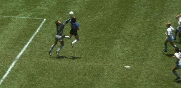 Diego Maradona defende o uso da tecnologia para auxílio da arbitragem