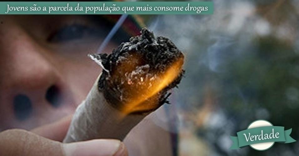 jovem fumando maconha