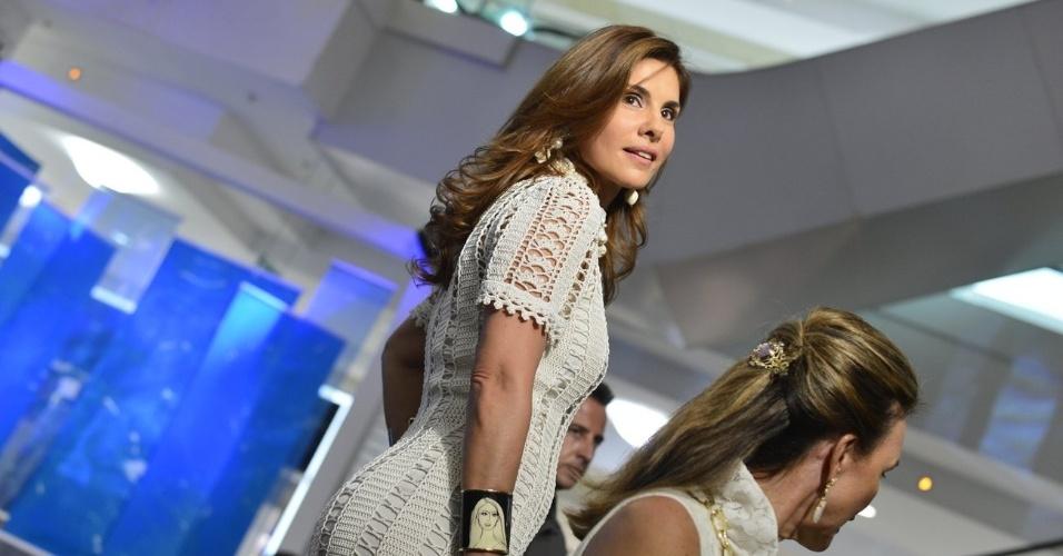A atriz Helena Fernandes participou de um desfile beneficente em um shopping da zona sul do Rio (23/10/12). O evento teve como objetivo arrecadar verba para o Retiro dos Artistas, instituição que acolhe artistas idosos que passam por dificuldades financeiras