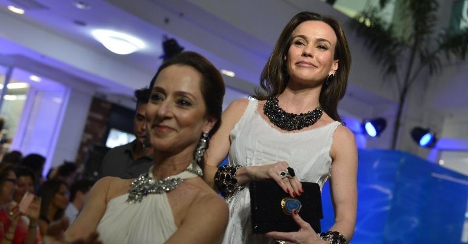 A bailarina Ana Botafogo e a atriz Flávia Monteiro participaram de um desfile beneficente em um shopping da zona sul do Rio (23/10/12). O evento teve como objetivo arrecadar verba para o Retiro dos Artistas, instituição que acolhe artistas idosos que passam por dificuldades financeiras