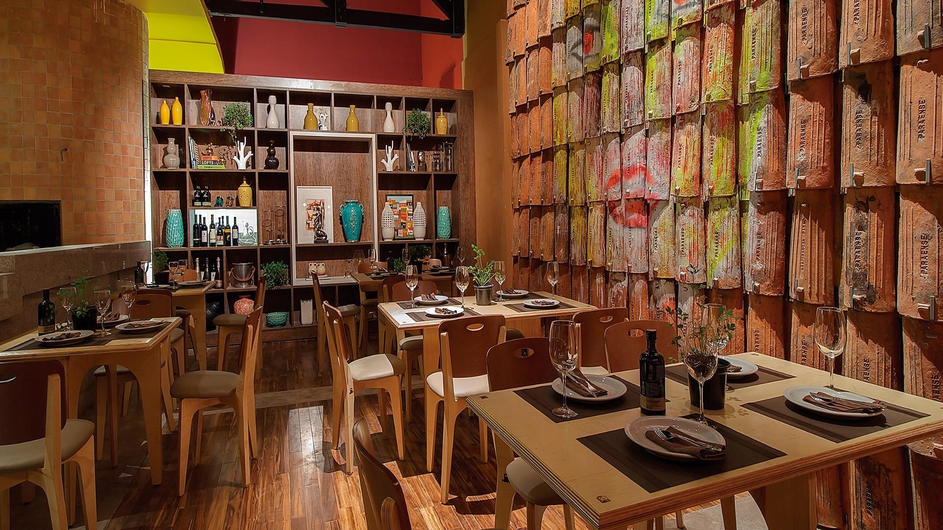 Márcia Nunes, José Vieira Neto e Débora Rodrigues criaram a Cantina com Terraço. A Casa Cor Pará, edição 2012, segue em cartaz até dia 25 de novembro. A mostra tem lugar na Av. Conselheiro Furtado, 100, em Belém