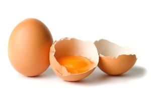 Nenhuma evidência foi encontrada de que comer até um ovo por dia aumente o risco de doença cardíaca ou derrame