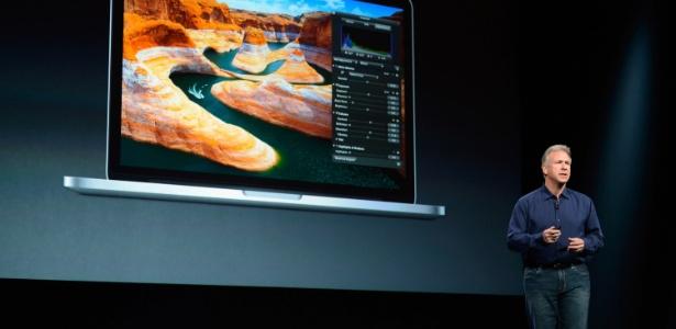 Phil Schiller, da Apple, apresenta nova versão do laptop MacBook Pro, com tela Retina e 13 polegadas - Kevork Djansezian/Getty Images/AFP