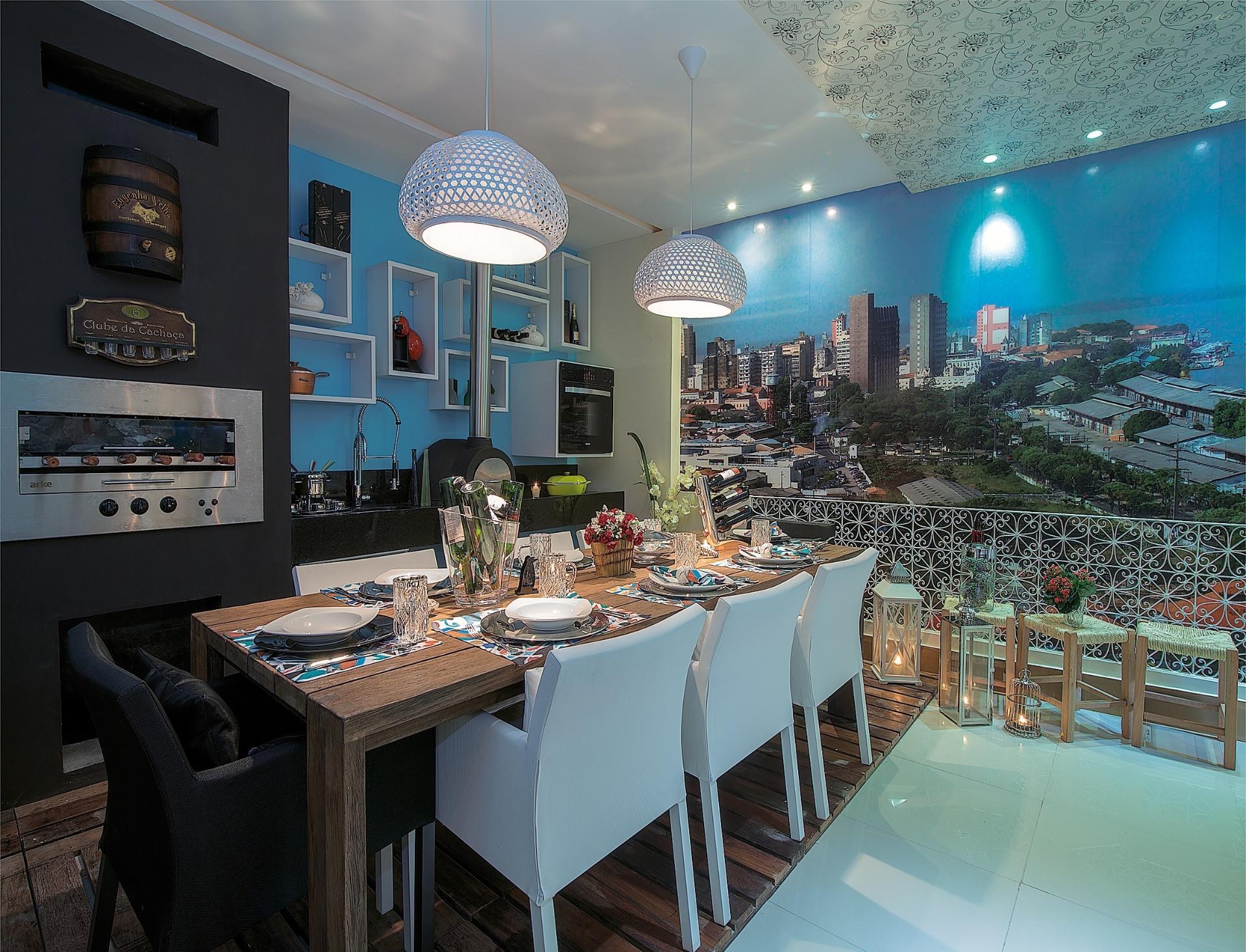 Socorro Ribeiro e Chris Longhi projetaram a Varanda Gourmet. A Casa Cor Pará, edição 2012, segue em cartaz até dia 25 de novembro. A mostra tem lugar na Av. Conselheiro Furtado, 100, em Belém