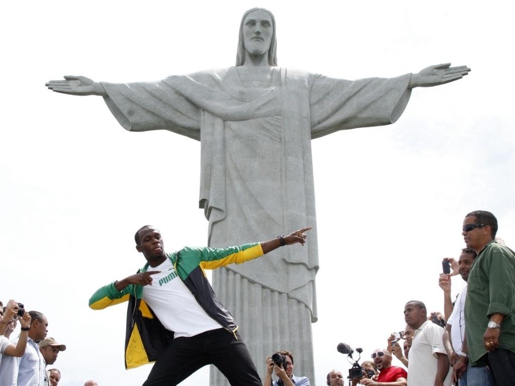 Usain Bolt faz a famosa posa em
